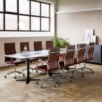 Møderum 4 med antracit konferencebord 320cm, 8 stole og kontorskab