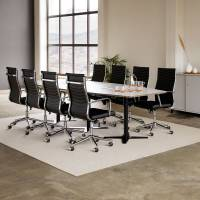 Møderum 5 med lys grå konferencebord 320cm, 8 stole og kontorskab